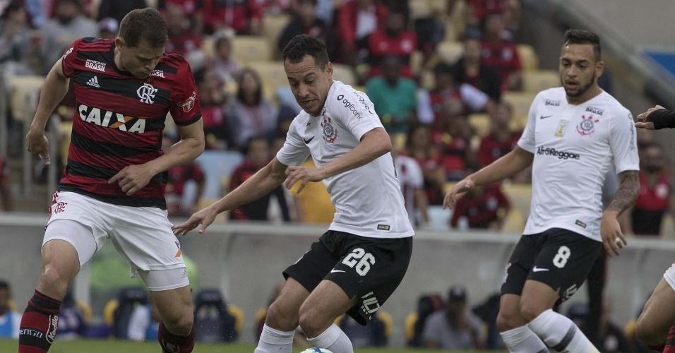 Rodriguinho em ação pelo Corinthians na partida contra o Flamengo
