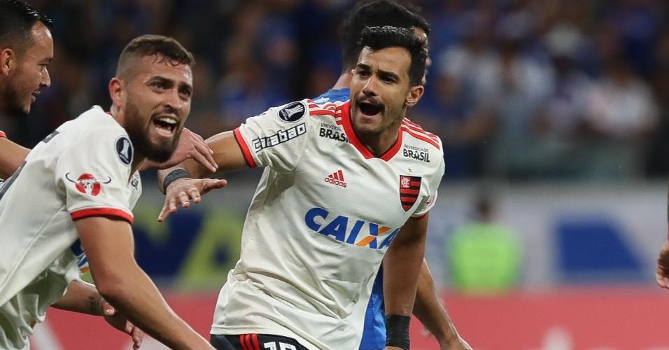 Jogadores do Flamengo comemoram gol sobre o Cruzeiro