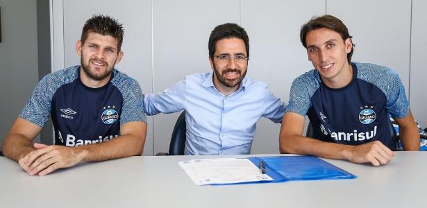Um dos últimos atos de André Zanotta (centro) foi renovação de Kannemann e Geromel - Lucas Uebel/Grêmio