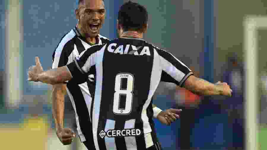 Luiz Fernando foi sondado pelo Milan, mas Botafogo precisa avisar SP por negociação de Diego Souza - Vitor Silva / SS Press / BFR