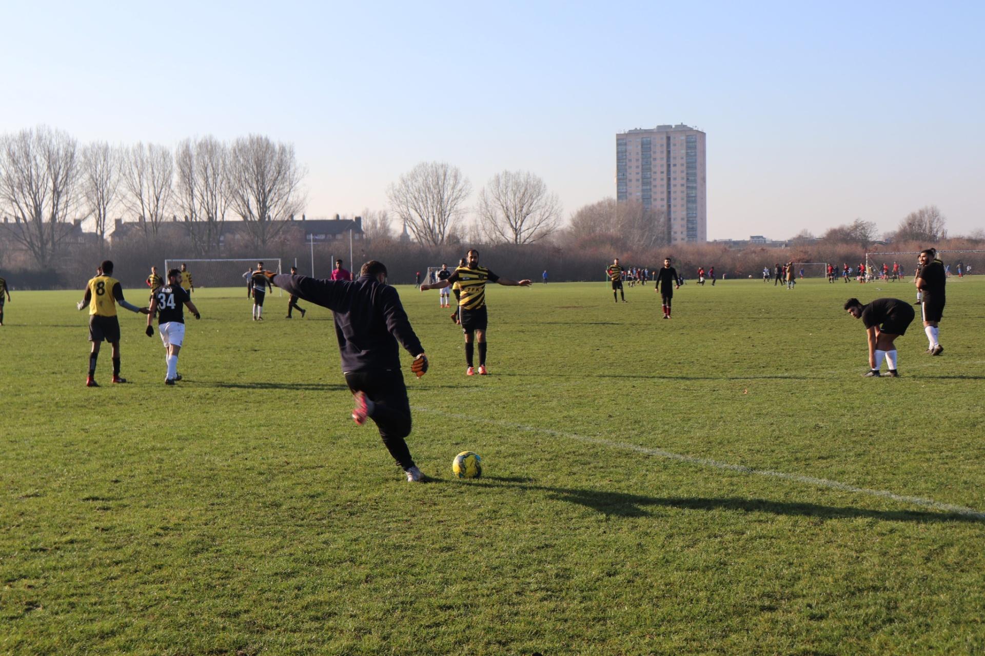 16f2f82c64 Conheça local de futebol raiz em Londres por onde passaram Beckham e Terry  - Esporte - BOL