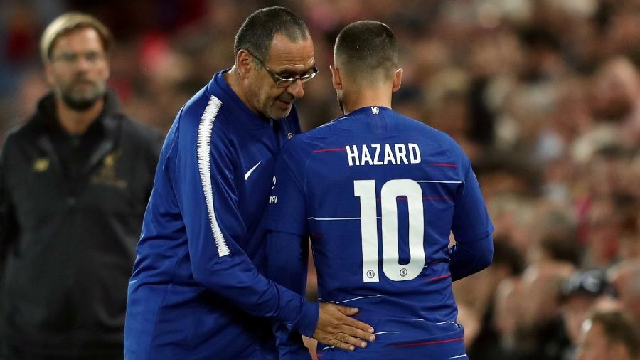 Eden Hazard e Maurizio Sarri se cumprimentam em jogo do Chelsea - Lee Smith/Action Images via Reuters