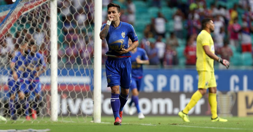 Artur, atacante do Bahia, comemora gol sobre o Salgueiro, pela Copa do Nordeste