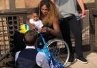 Serena usa cadeira de rodas antes de RolandGarros e preocupa fãs - reprodução/Twitter