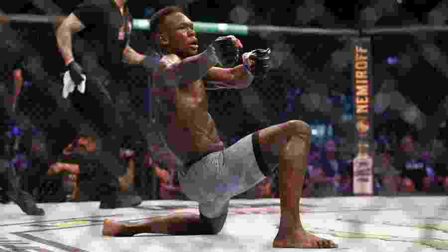 Em 2019, Israel Adesanya venceu Robert Whittaker para garantir o cinturão dos médios do UFC - Getty Images