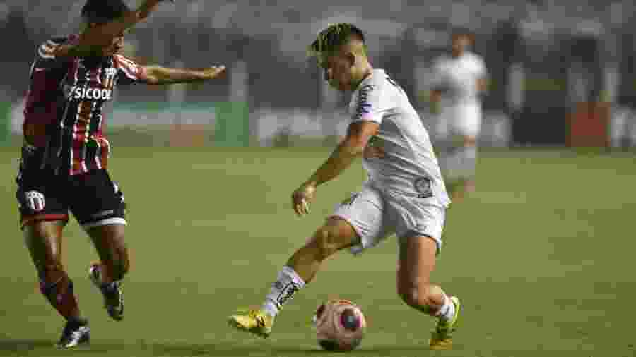 Soteldo parte pra cima da marcação na vitória do Santos sobre o Botafogo-SP - Ivan Storti/Santos FC