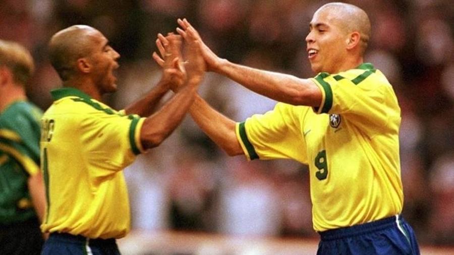 Romário e Ronaldo, juntos pela seleção brasileira - Getty Images