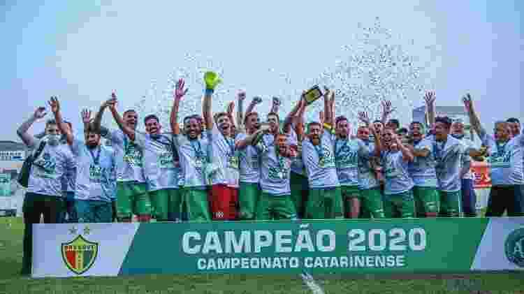 Elenco da Chapecoense comemora título catarinense de 2020 - Márcio Cunha/ACF - Márcio Cunha/ACF