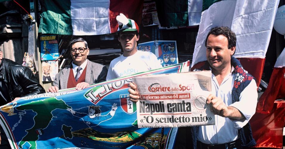 Torcedores do Napoli comemoram título italiano em 1987, conquistado sob o comando de Diego Maradona