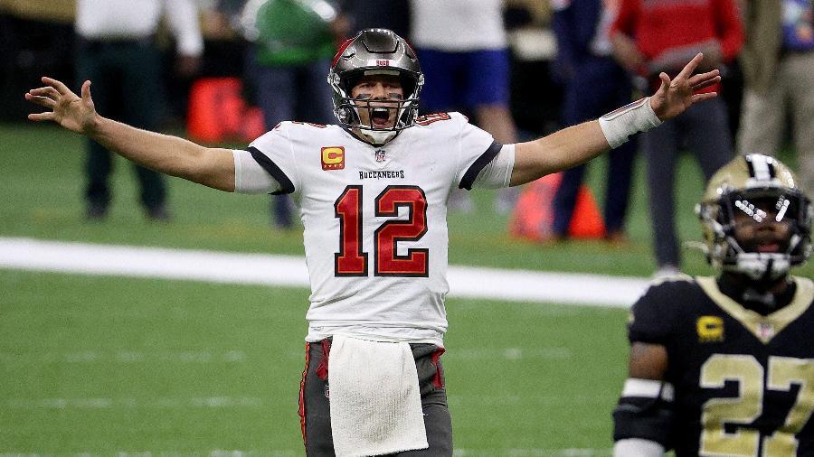 Tom Brady, durante vitória do Tampa Bay Buccaneers contra o New Orleans Saints pelos playoffs da NFL - Chris Graythen/Getty Images/AFP