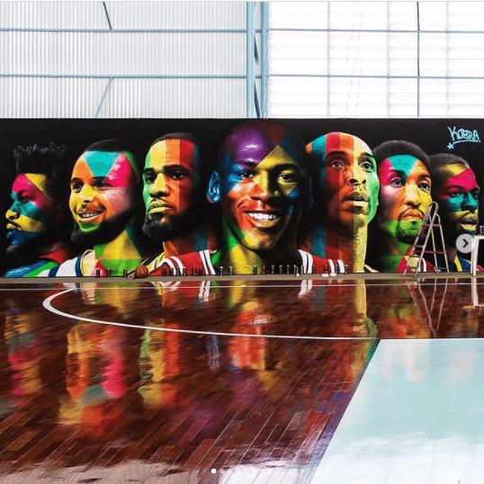 Mural de Kobra na quadra de basquete de Neymar