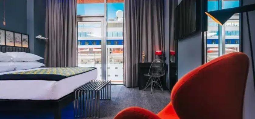 futebol muleke - quarto hotel cr7