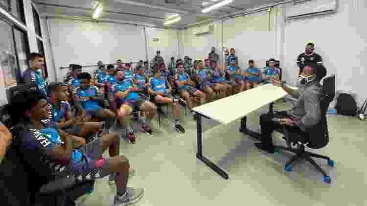Professor Júnior conversa com os jogadores do Vasco sobre racismo antes de treino no CT do Almirante - Departamento de Marketing do Vasco - Departamento de Marketing do Vasco
