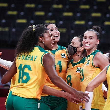 Jogadoras de vôlei do Brasil celebram durante duelo com a Coreia do Sul, nos Jogos Olímpicos de Tóquio - Wander Roberto/COB