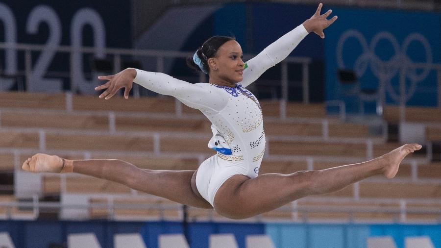Rebeca Andrade no solo, durante competição individual geral de Tóquio-2020 - Júlio César Guimarães/COB