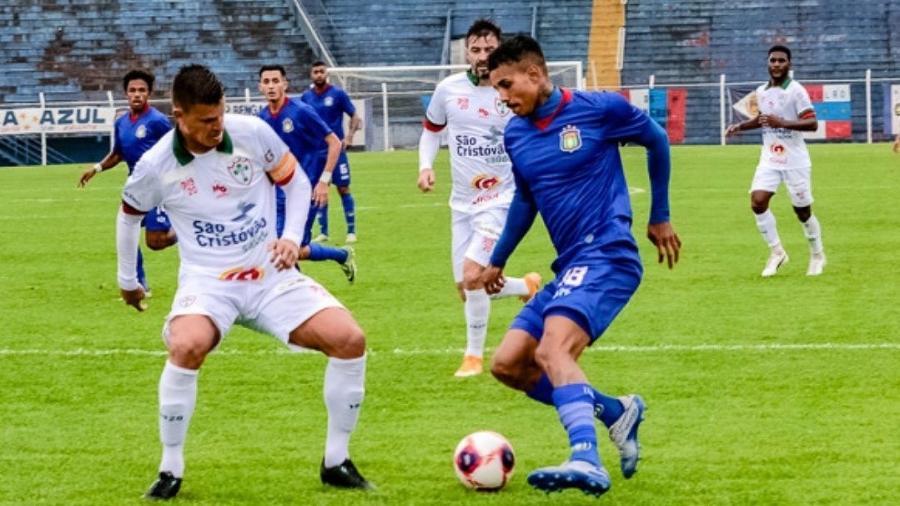 MC Livinho estreou pelo São Caetano e fez o seu primeiro jogo como profissional - Divulgação