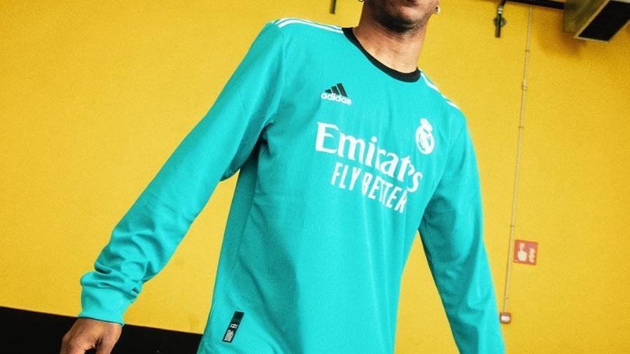 Vini Jr. com a nova camisa do Real Madrid - Reprodução/Twitter