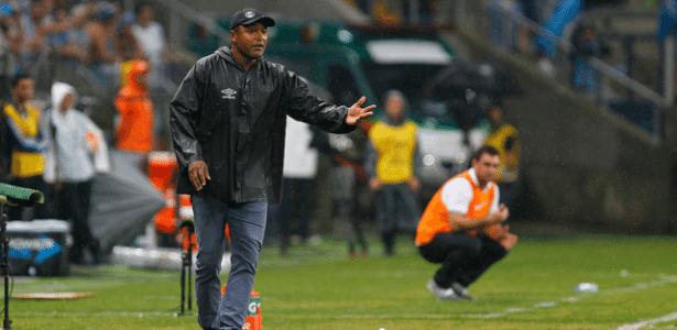 Roger vê grupo do Grêmio reclamando de cansaço e não se arrepende de usar titulares - Lucas Uebel/Grêmio