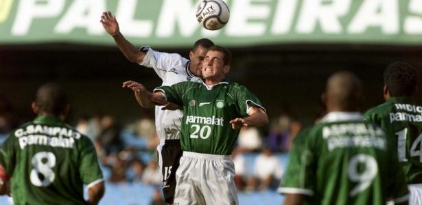 Ferrugem em ação com a camisa do Palmeiras a temporada 2000