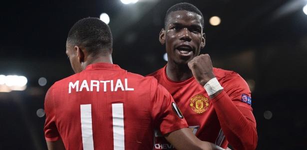 Pogba foi destaque e saiu aplaudido pela torcida do Manchester United
