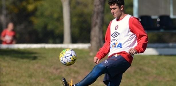 Vinícius estava treinando em separado no Atlético