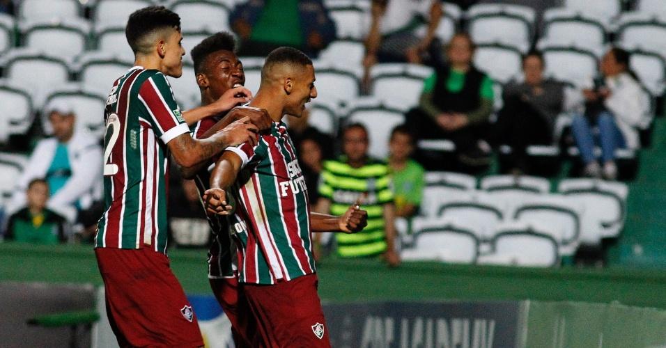 Richarlinson comemora gol do Fluminense diante do Coritiba pelo Campeonato Brasileiro 2017