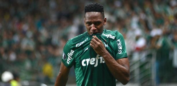Mina deixa o campo chorando por lesão durante Palmeiras x Barcelona