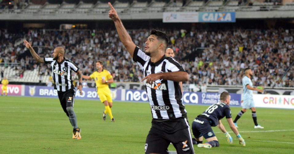 Leandrinho comemora gol do Botafogo marcado contra o Grêmio pelo Campeonato Brasileiro