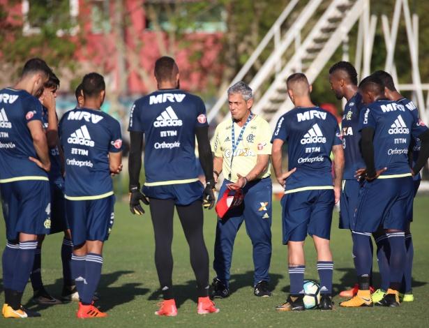 Rueda conversa com a base do time que enfrenta o Avaí antes da esperada decisão - Gilvan de Souza/ Flamengo