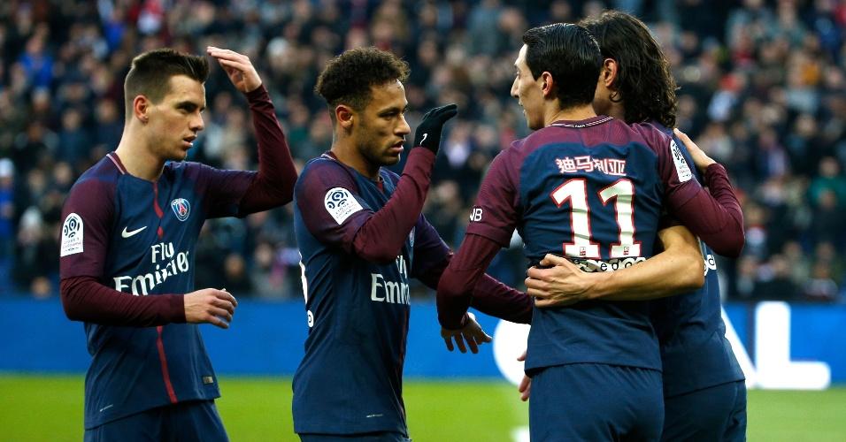 Di María, Cavani e Neymar comemoram um dos gols do PSG contra o Strasbourg