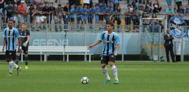 Jhonata em ação pelas categorias de base do Grêmio na Arena