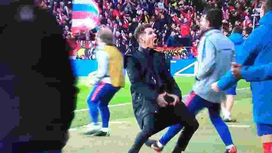 Simeone faz gesto obsceno após gol do Atlético de Madri - Reprodução