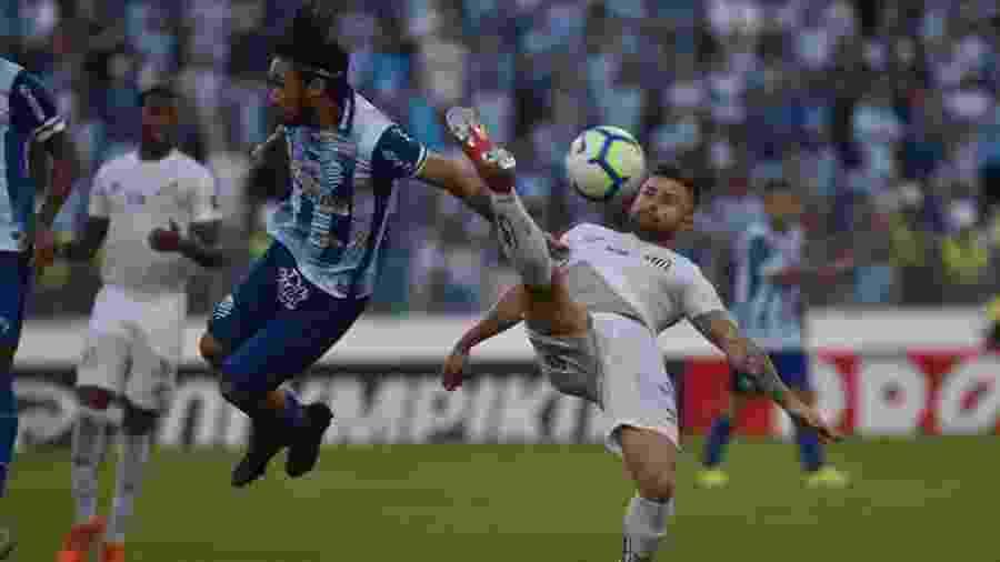 Apodi cumpre suspensão e desfalca o CSA diante do Grêmio - Ivan Storti/Santos FC