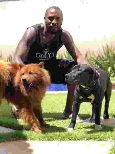 Manoel se diz apaixonado por cachorros e liga para os seus sempre que pode - Reprodução/Instagram