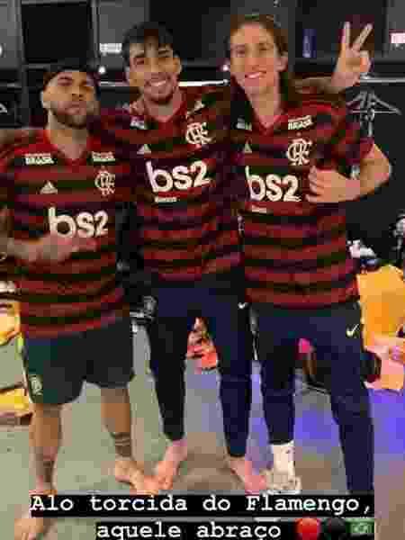 Filipe Luis posa com a camisa do Flamengo - Reprodução