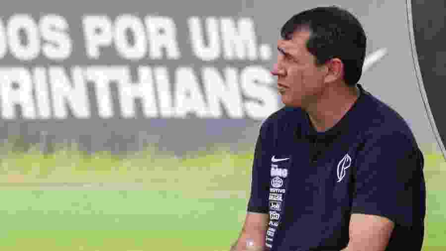 Fábio Carille durante treino do Corinthians; técnico passou por procedimento médico no joelho - Daniel Augusto Jr./Agência Corinthians