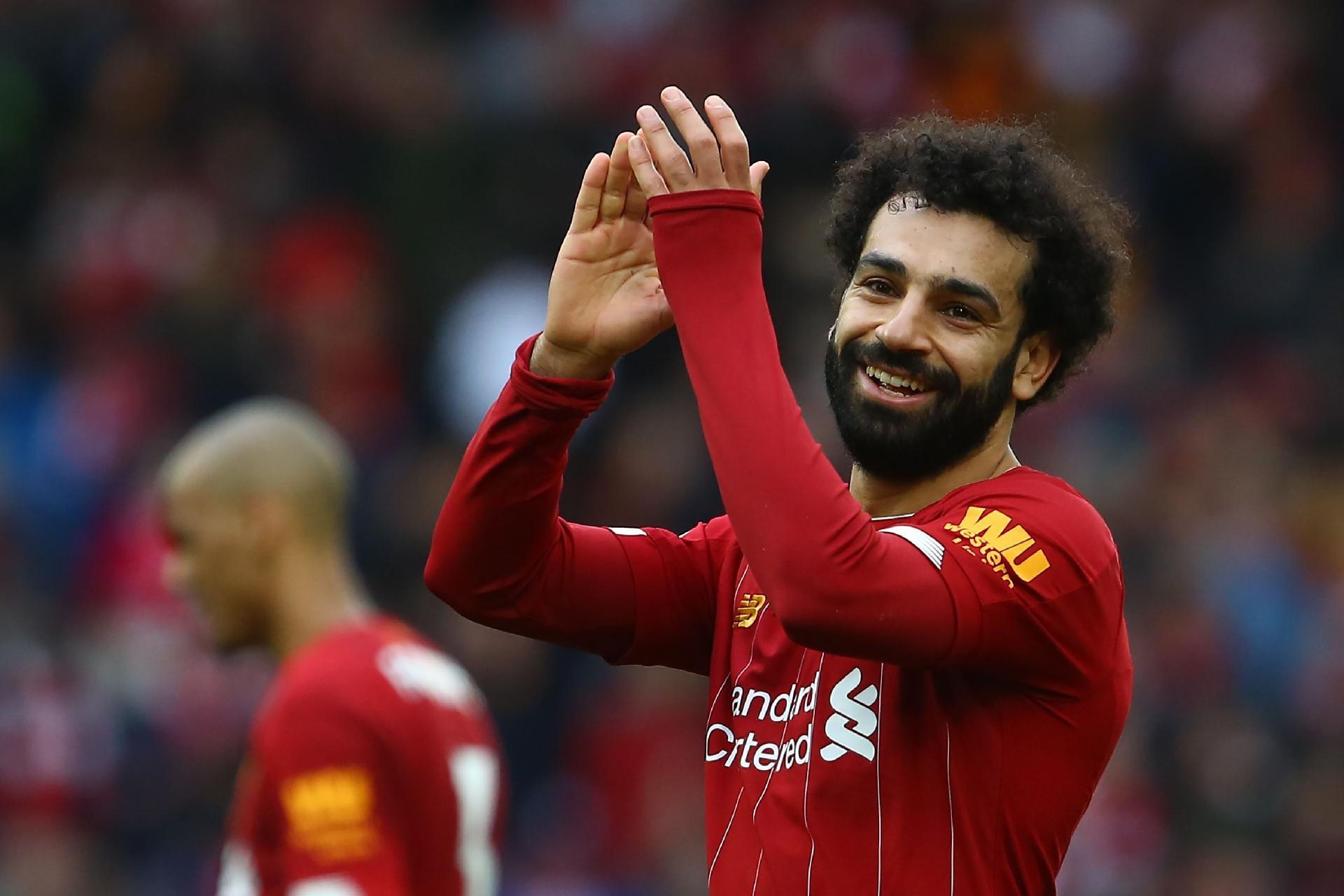 Salah deixa dúvidas sobre futuro no Liverpool e diz querer 'aproveitar o momento'