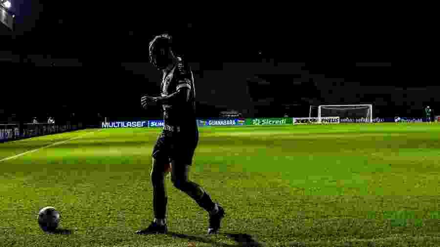 Bruno César, jogador do Vasco, durante partida contra o Macaé - Thiago Ribeiro/AGIF
