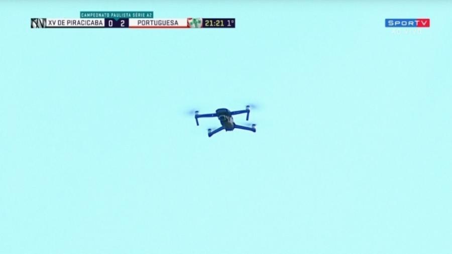 Um drone interrompeu a partida disputada ontem (7) entre XV de Piracicaba e Portuguesa  - Reprodução/SporTV