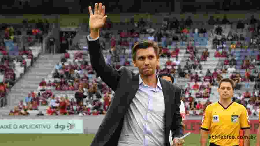 Athletico aceita pedido e anuncia saída de Paulo André como diretor - Site Oficial/Athletico