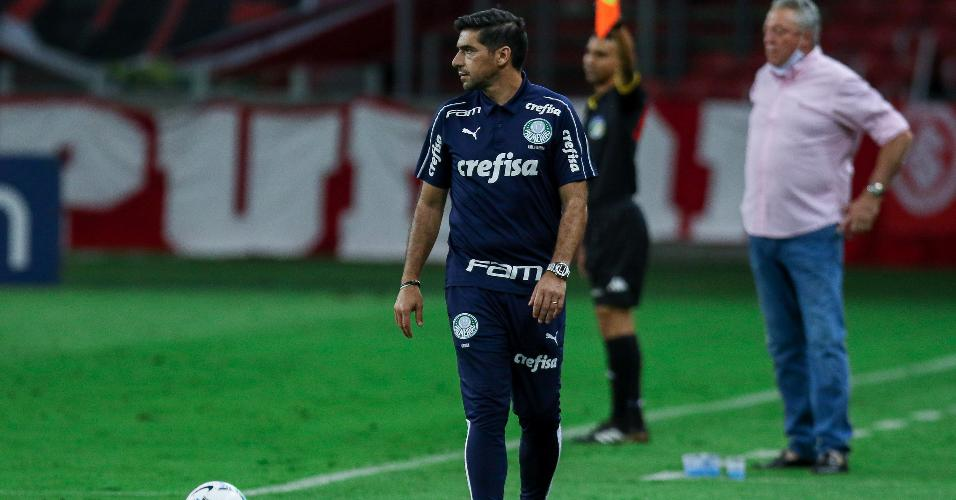 Abel Ferreira comanda o Palmeiras na partida contra o Inter, pelo Brasileirão