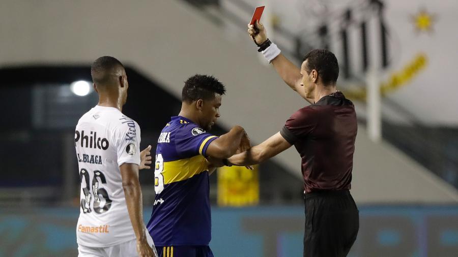 Frank Fabra, lateral do Boca Juniors, foi expulso após dar pisão em Marinho - Andre Penner /Pool/Getty Images
