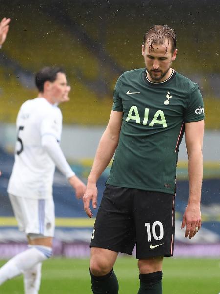 Harry Kane lamenta gol sofrido pelo Tottenham em derrota para o Leeds no Campeonato Inglês - Michael Regan/Getty Images