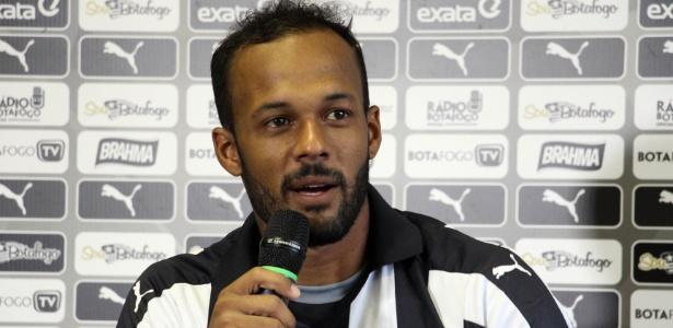 Bruno Silva está no Botafogo desde fevereiro de 2016. Seu futuro é uma incógnita