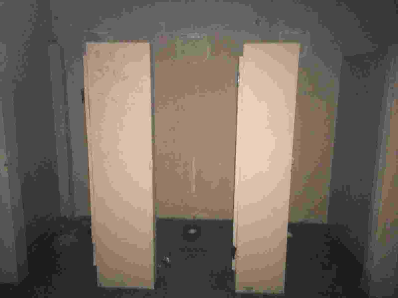 Banheiro dos visitantes teve os vasos sanitários e as portas arrancadas pelos rubro-negros - Bruno Braz / UOL Esporte