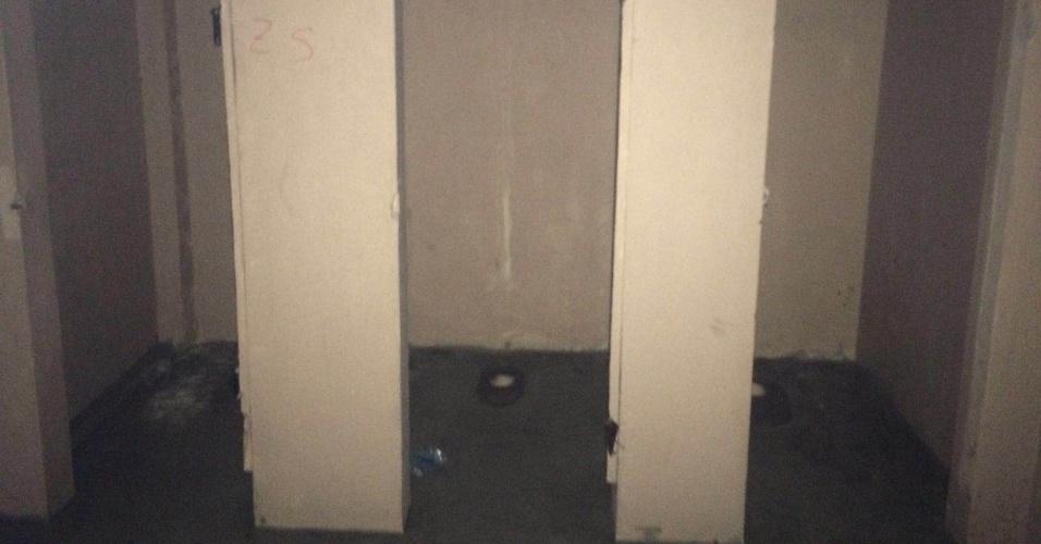 Banheiro dos visitantes teve os vasos sanitários e as portas arrancadas pelos rubro-negros