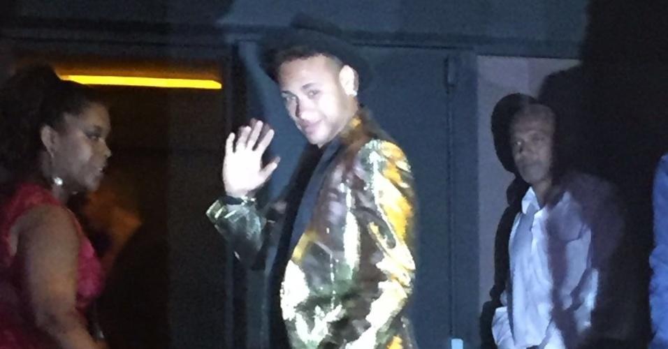 Neymar chega para aniversário da irmã Rafaella