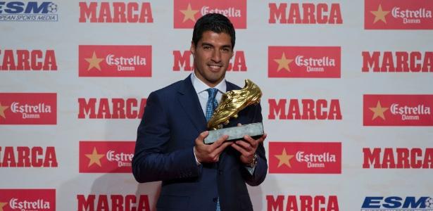 Suárez recebe a Chuteira de Ouro da última temporada europeia