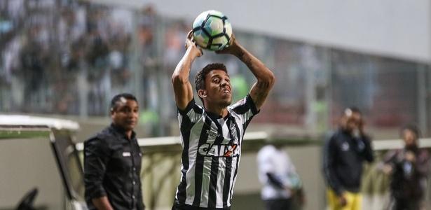 Lesão de Marcos Rocha faz Atlético-MG ter pressa na busca por outro lateral direito