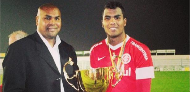 Thales e o pai, Sandro, nos tempos em que o zagueiro ainda estava na base do Inter